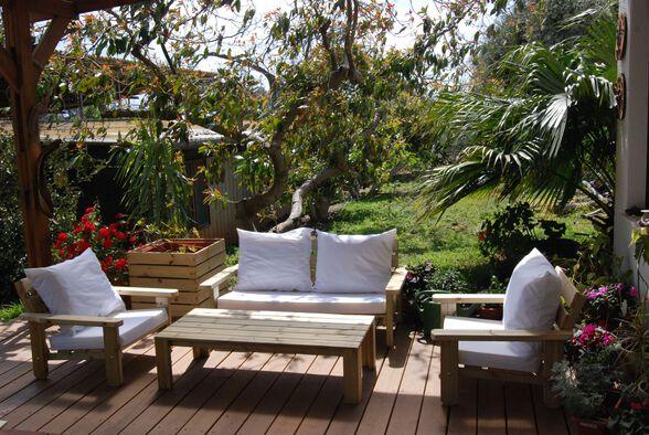 פינת ישיבה מפוארת מעץ אורן מלא כולל ספסל זוגי עם משענות יד, שני כיסאות יחיד עם משענות יד, שולחן   כולל כריות ישיבה וגב, , large image number null