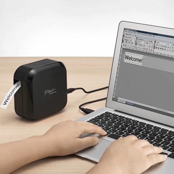 מדפסת מדבקות אלחוטית להדפסת ברקודים דגם PTP710BTXG1 מבית BROTHER מדפיסה באורך מדבקה של עד 500 מ''מ המתאימה ל-PC ול-MAC באמצעות חיבור USB ולטלפונים ניידים וטאבלטים באמצעות Bluetooth. , , large image number null
