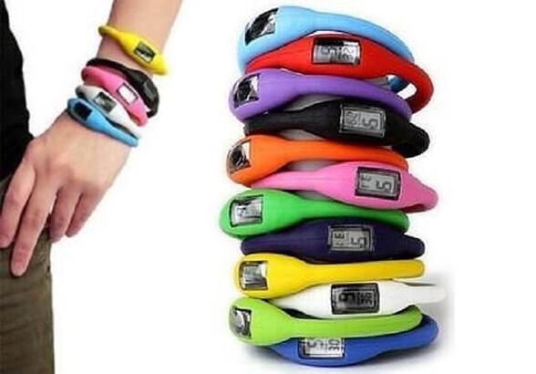 הלהיט של הילדים! מארז 5 צמידי שעון עשויים סיליקון רך במבחר צבעים אופנתיים, , large image number null