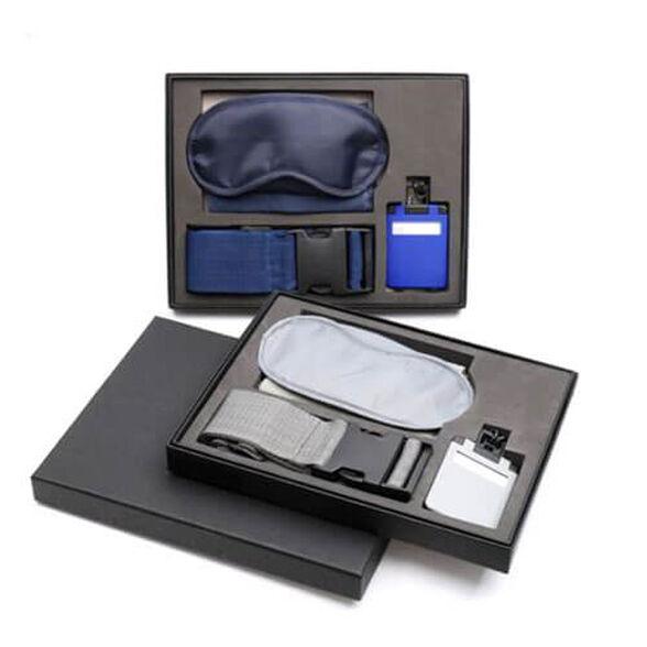 סט נסיעות מושלם! כולל: חגורת מזוודה כיסוי עיניים, כרית לצוואר, תג למזוודה, משקל מזוודה, טרוול מאג לשמירת חום ופאוור בנק    צבע כחול, , large image number null