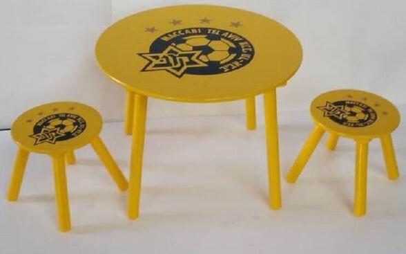 צהוב עולה! סט שולחן+ 2 כיסאות מעץ לילדים בעיצוב קבוצת הכדורגל מכבי תל אביב | לגיל 3+ | מבנה יציב  | ציפוי מיוחד מתאים לבית ולחצר, , large image number null