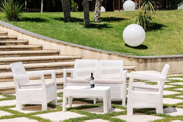 סט טאריפה המטריף הדור הבא של מערכות הישיבה לגינה / מרפסת מבית KETER הכולל ספה דו-מושבית, שתי כורסאות ושולחן ., , large image number null