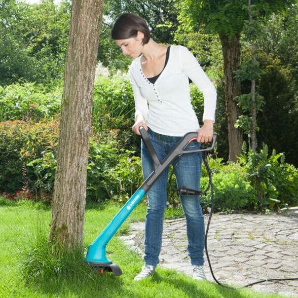 חרמש חשמלי מבית Gardena המאפשר עבודה קלה ונוחה לחיתוך מדויק של קצוות הדשא, , large image number null