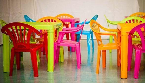 סט שולחן ו-4 כיסאות לילדים כולל ידיות - עשוי פלסטיק איכותי במגוון צבעים, , large image number null