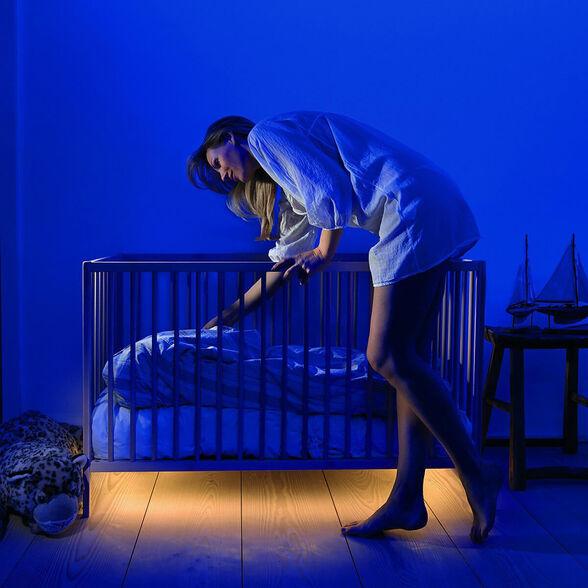 bed light המקורי! מנורת LED חדשנית עם חיישני תנועה ונפח+טיימר כיבוי/הדלקה,לחדר ילדים/שינה/משרד/חצר,אורך 1.5 מ',כולל פס דבק 3M חזק הנדבק לכל משטח,מבנה מוגן מים ואבק,עובד על סוללות/USB, , large image number null